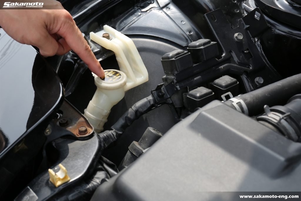 ボンネットを開けてクーラント臭がする個体はロータリーエンジンがお疲れ気味かも