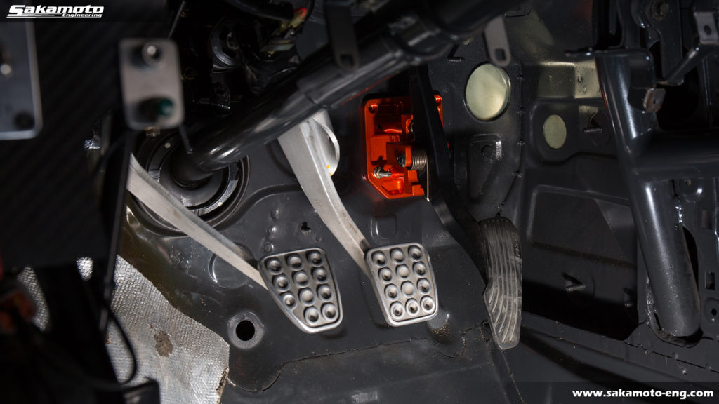 FD3Sのアクセル位置を適正化できる調整式アクセルペダル強化プレート