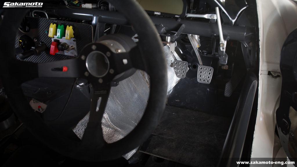 ペダル位置が適正化された2018シーズンのデモカーFD3S RX-7