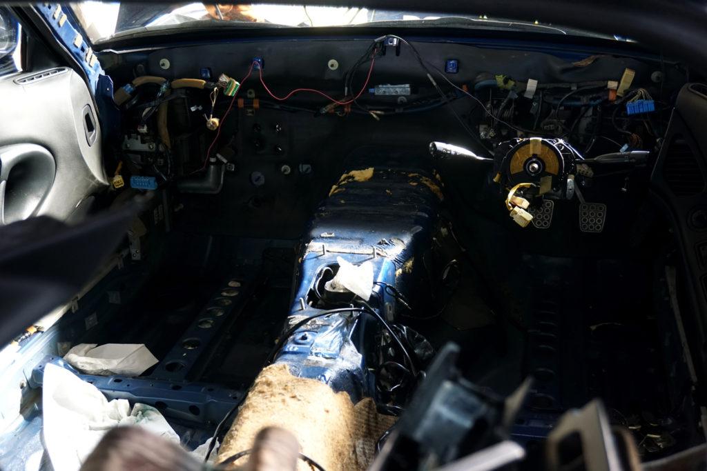 ヒーター故障により、内装を全部分解したFD3S RX-7